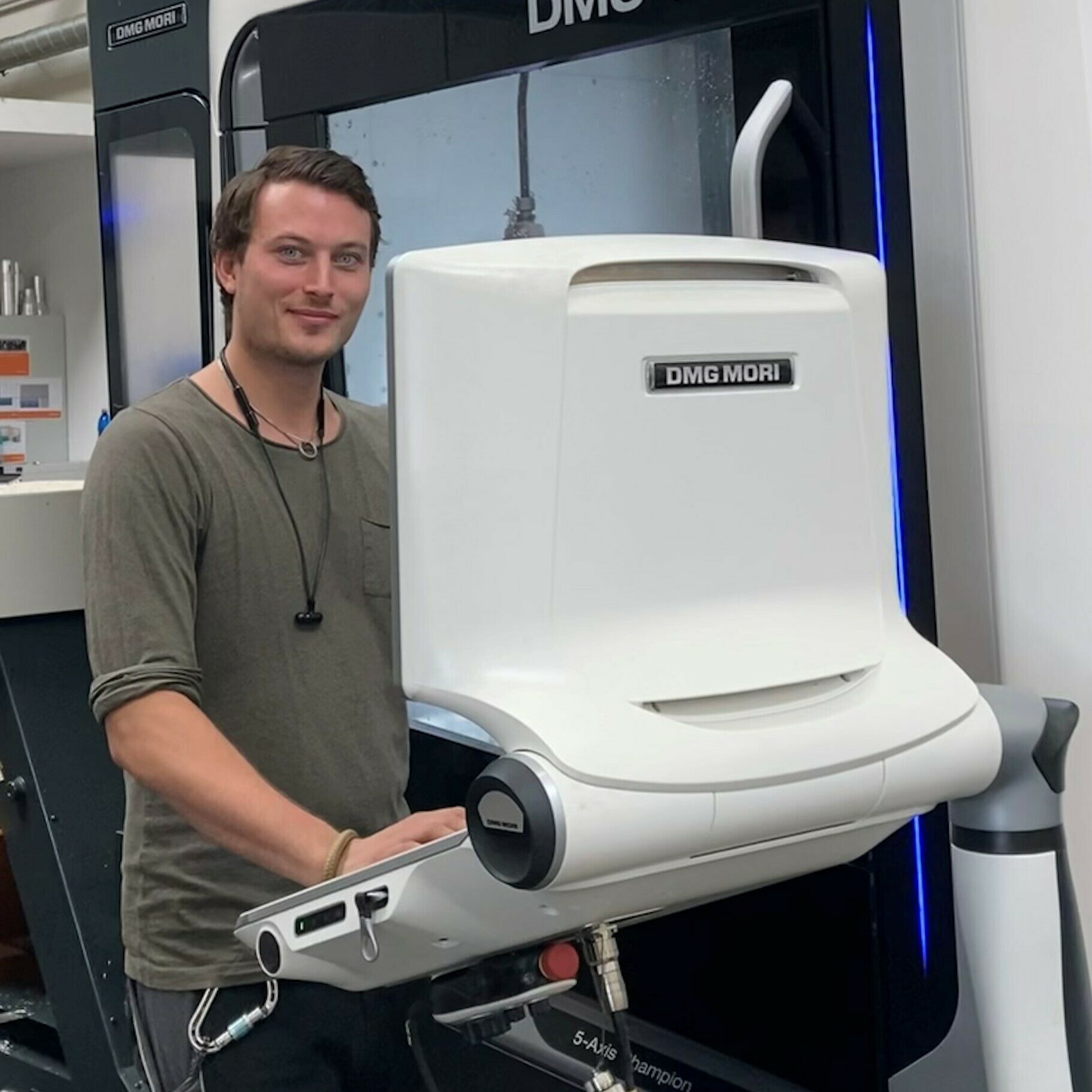 Patrick Gierlinger at the CNC Milling-Machine at In-Vision