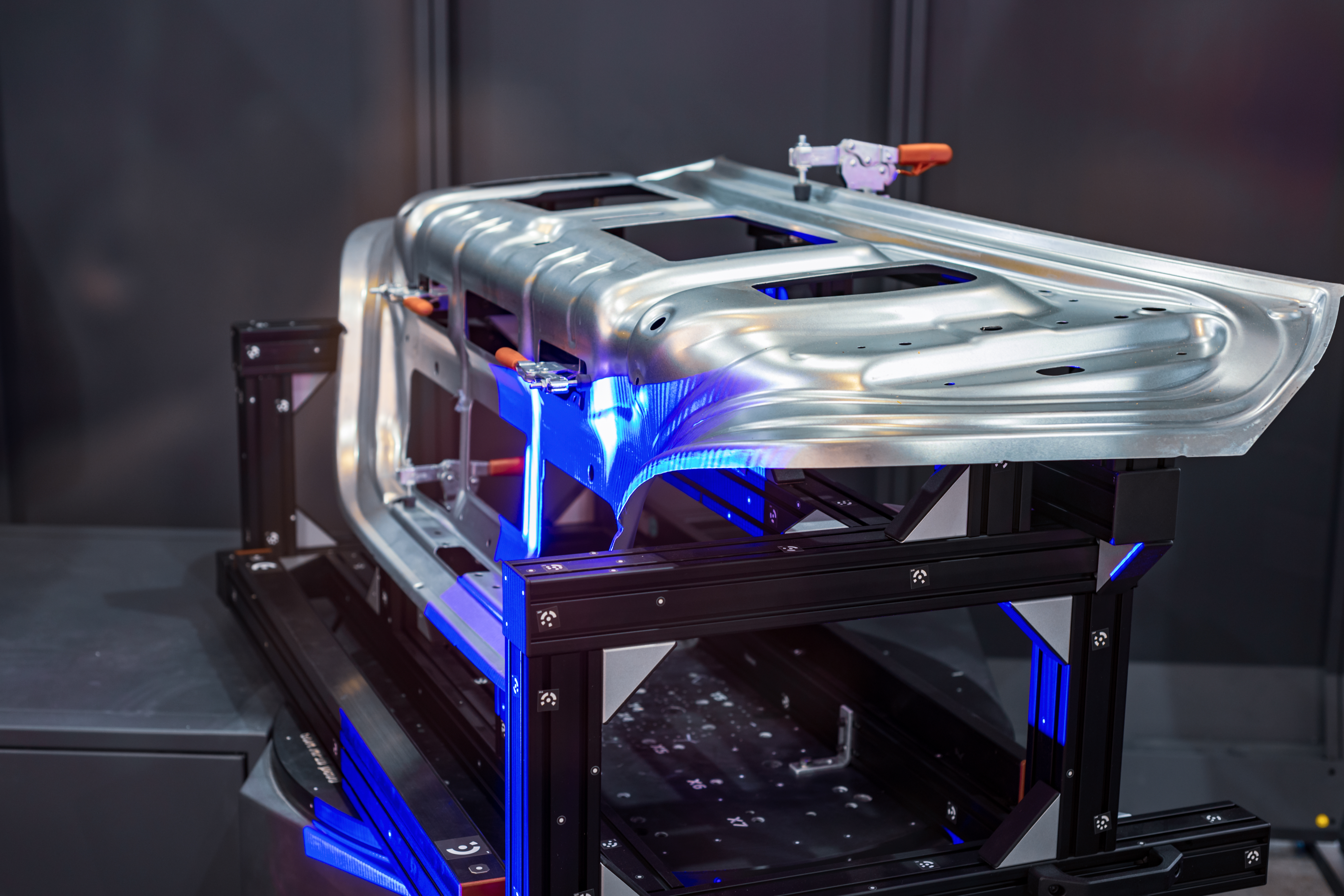 Beside projection lenses and light engines used in many different industries like 3D printing, In-Vision designs and manufactures projectors for optical metrology systems